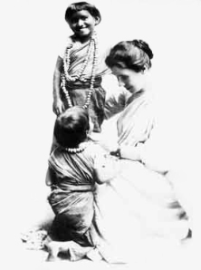Amy Carmichael with children in 1909   [PD-1923]