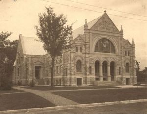 First Congregational Church in the early 1900s. [PD-1923]