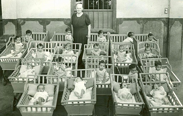 Lillian Trasher in 1951 with babies at the orphanage.